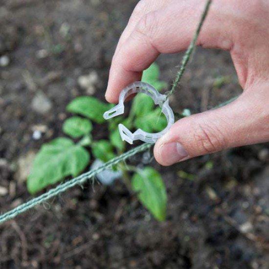 1  кг .- клипс за  домати и увивни растения -около 1000  броя